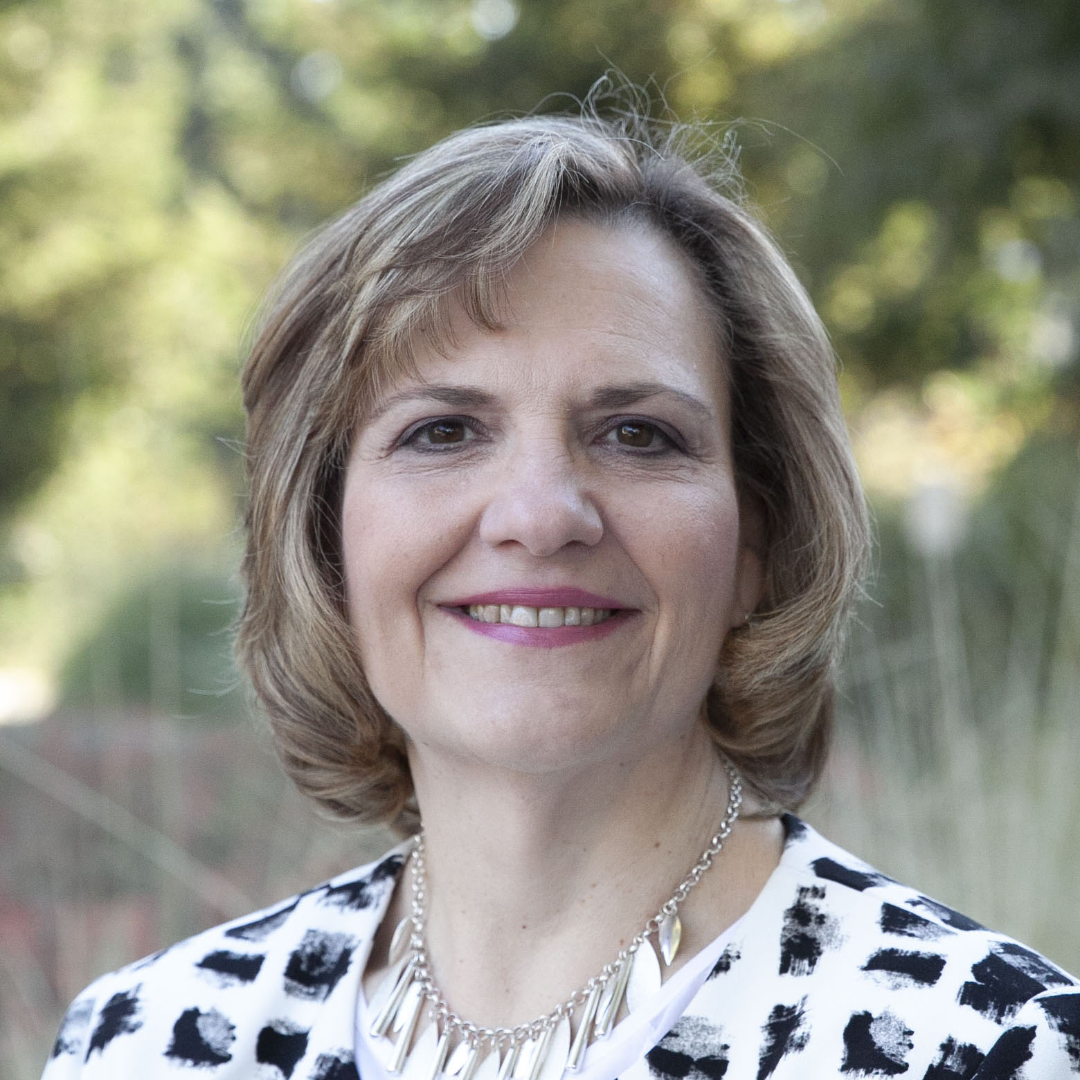 portrait of uc davis lisa frace